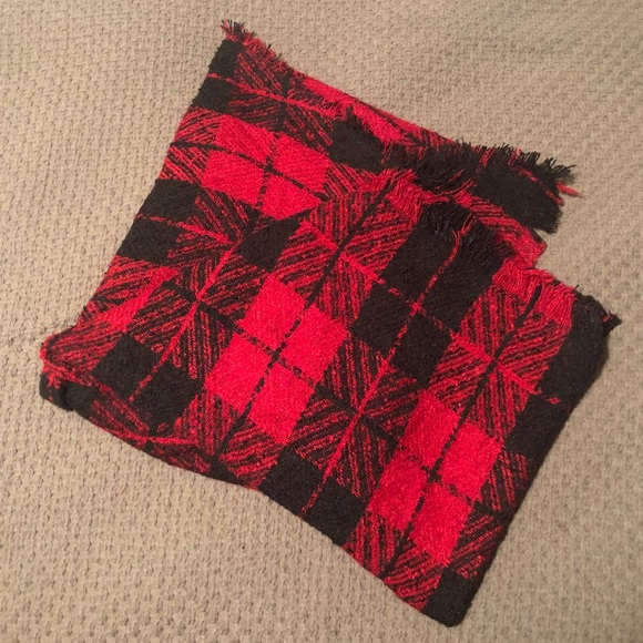 AMERICAN EAGLE red and black scarf
